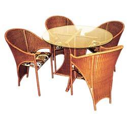 При первом взгляде на любое плетёное изделие, кресло или диван, оттоманку или...